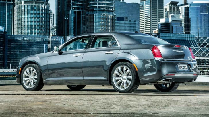 2015-Chrysler-300C-2