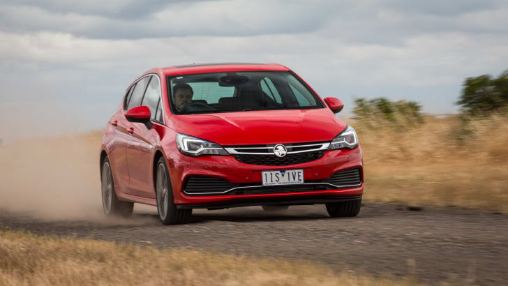 2017-holden-astra-v-volkswagen-golf-comparison-63