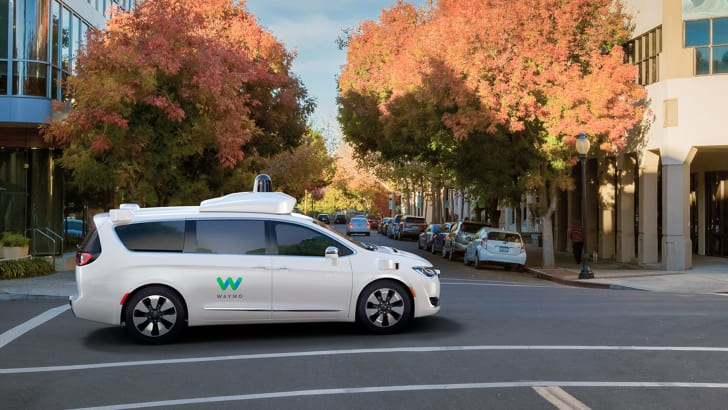 chrysler-pacifica-hybrid-waymo-side