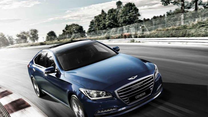 2015-Hyundai-Genesis-Sedan-track