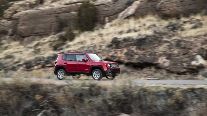2015-Jeep-Renegade-Press-36