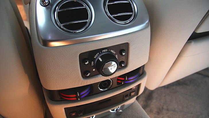 Rolls-Royce-Ghost-rearvents