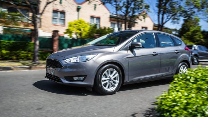 2017-ford-focus-trend-47
