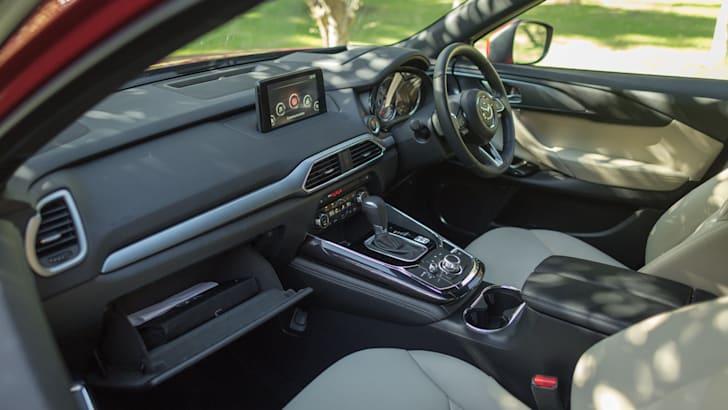 Mazda-cx-9-azami-toyota-kluger-grande-comparison48