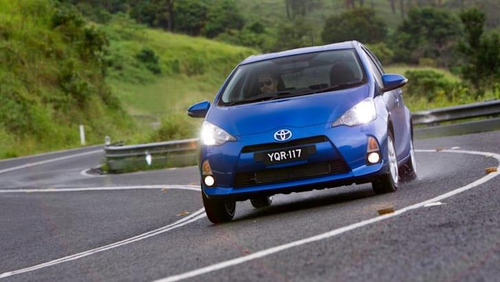 Toyota-Prius-C-cornering-2