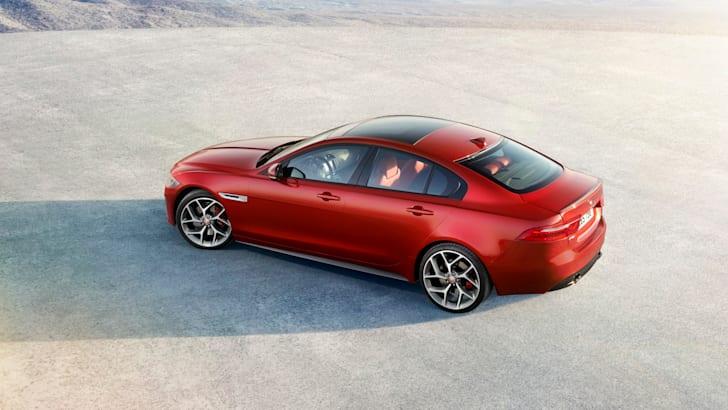 2015-Jaguar-XE_14