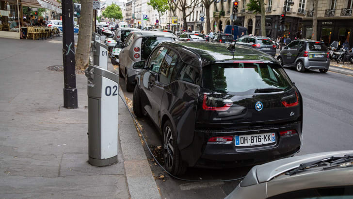ev-car-share-paris-autolib-2015-26
