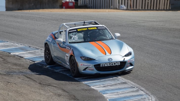 2016-mazda-mx-5-cup-car-practice-5