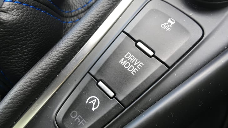 Ford-Focus-RS-Drift-Mode-button - 1