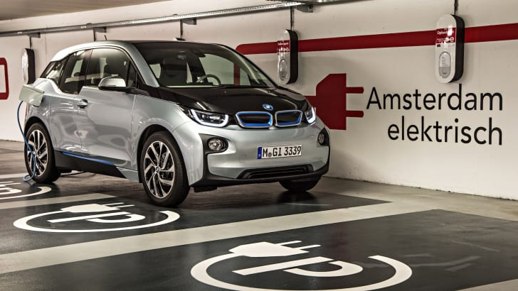 BMW i3 recharge bay