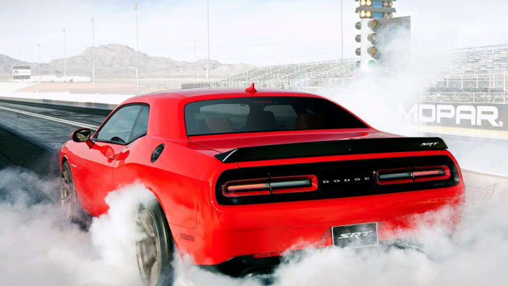 Dodge-Challenger_SRT_Hellcat_2015_1600x1200_wallpaper_09