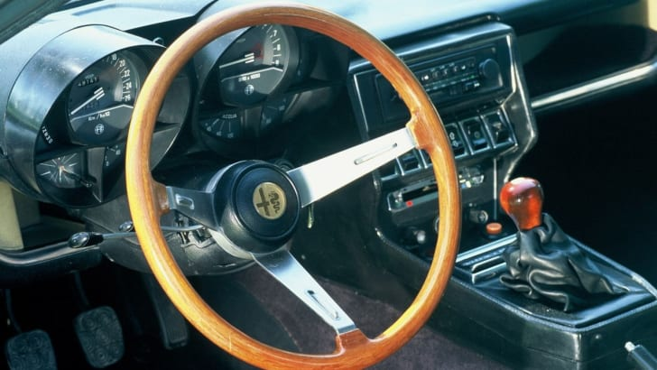 Alfa_Romeo-Montreal_1970_1280x960_wallpaper_03