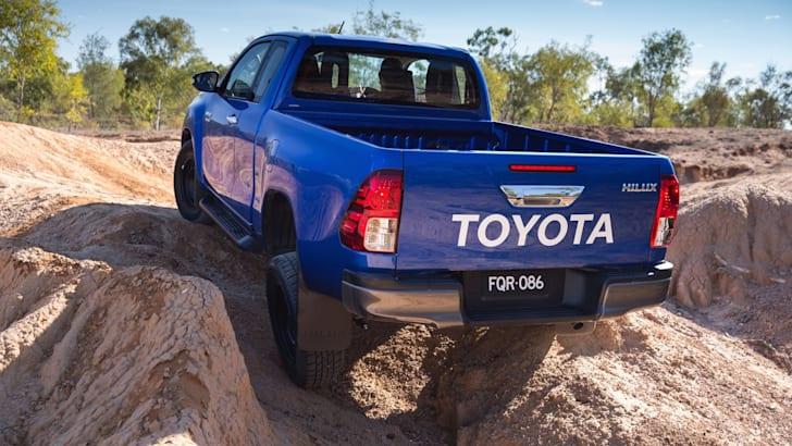 2015 Toyota HiLux 4x4 SR extra cab