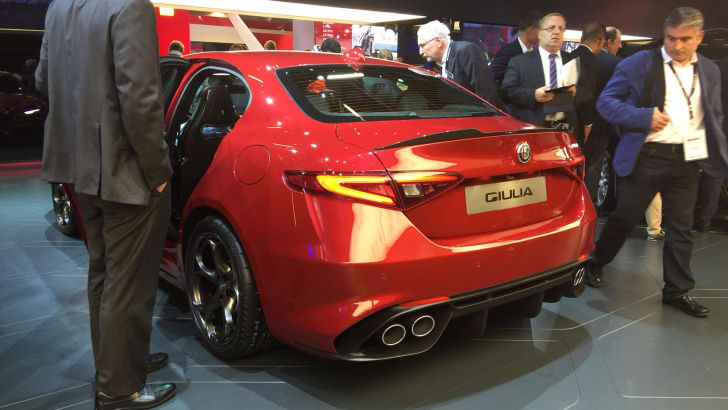 AlfaRomeoGiulia-rear-2015