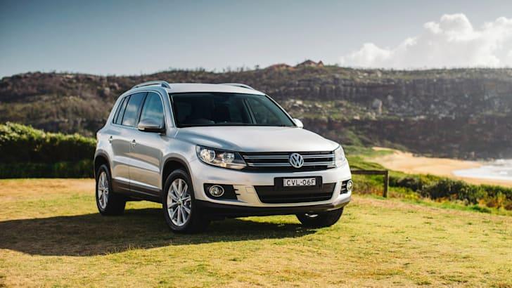 2015-Volkswagen-Tiguan_011