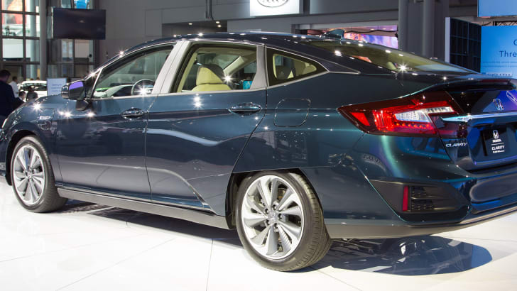 honda-clarity-phev-rear