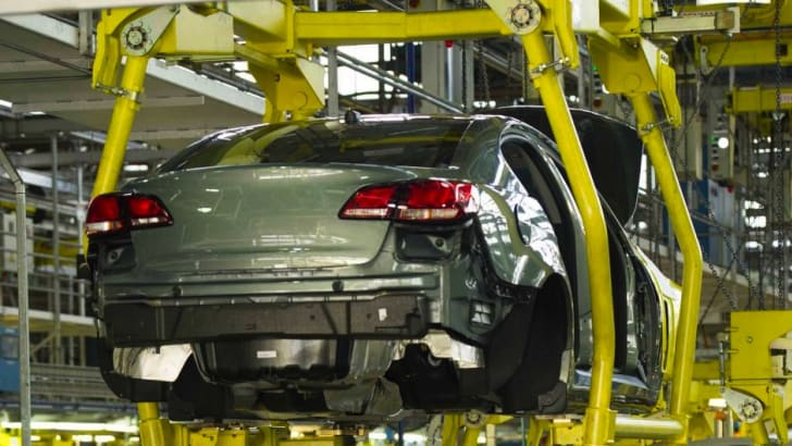 holden-vf-commodore-production-4