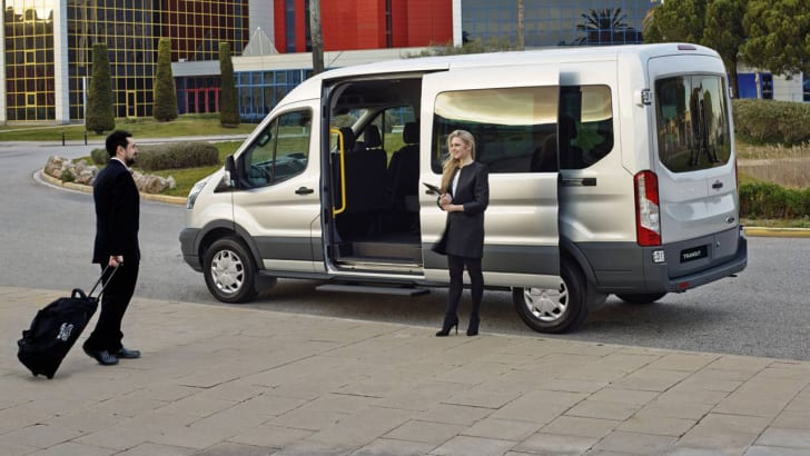 2016_ford_transit_bus_02