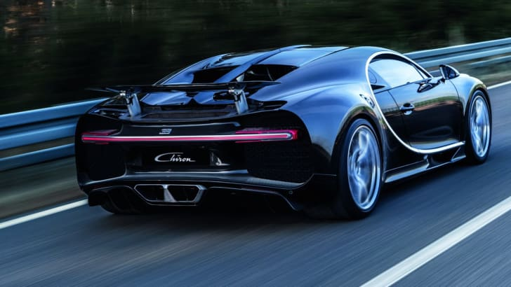 2016_bugatti_chiron_on-road_02