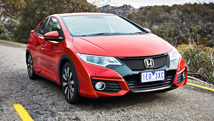 2015-honda-civic-hatch-2