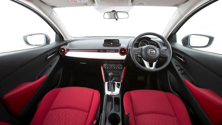 2015 Mazda 2_13