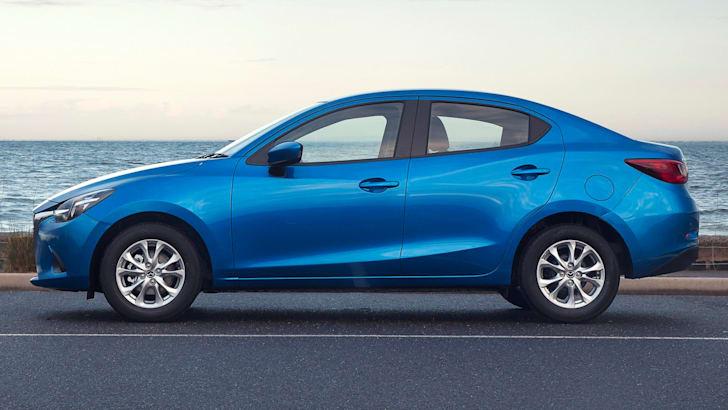 2016-Mazda-2-Sedan-6