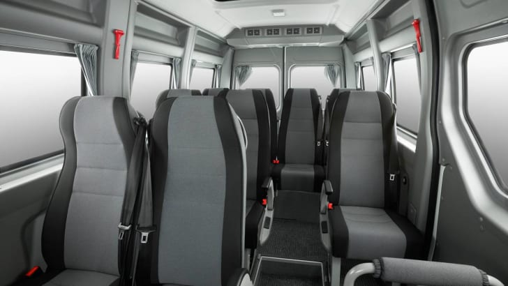 2016-Renault-Master-Bus-11