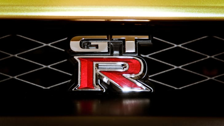nissan-gt-r-bolt-gold-badge