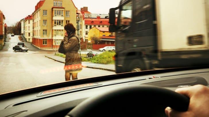 Volvo-pedestrian-airbag1-1