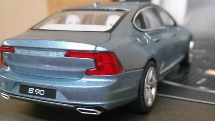 2016_volvo_s90_scale-model_new-shots_05