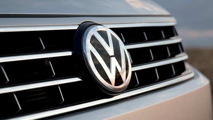 volkswagen-badge-grille-passat-us