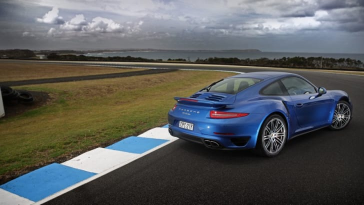 2014-Porsche-911-Turbo-Review-011 2
