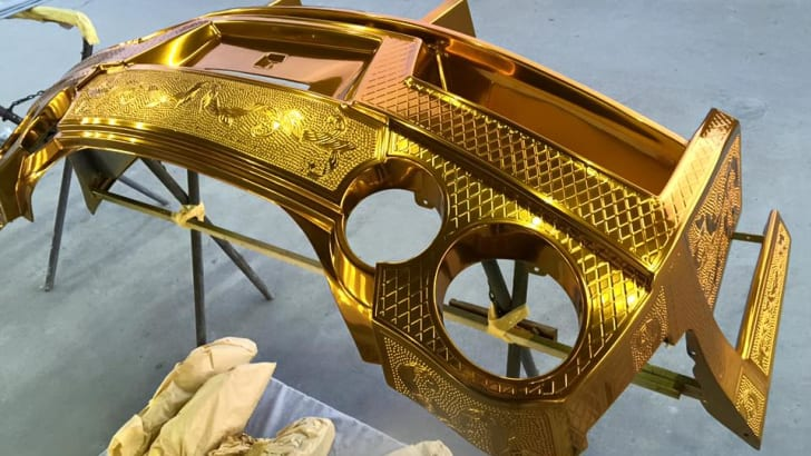 nissan-gt-r_gold-engraved_07