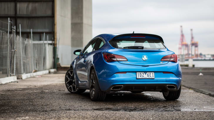 2015-holden-astra-vxr-ford-focus-st-comparison-7