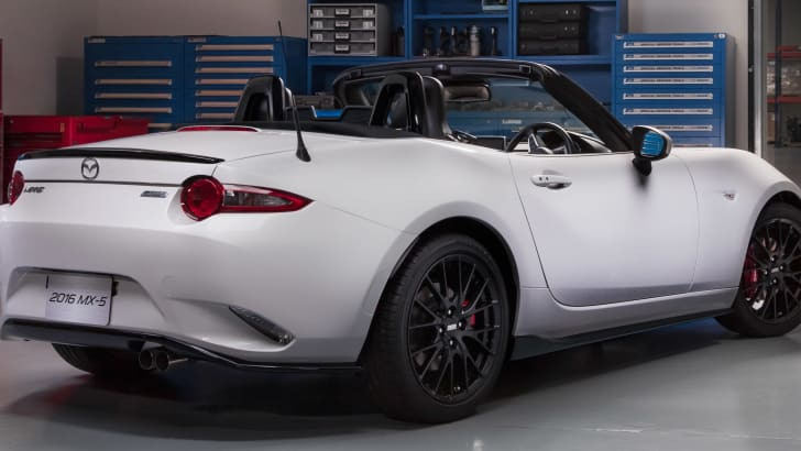 mazda-mx-5-accessories-rear