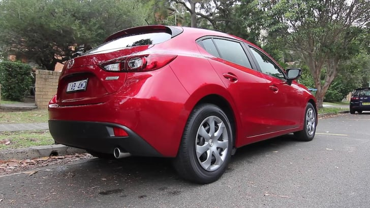Golf 90 Mazda 3 Neo Comparo Video Stills (9)