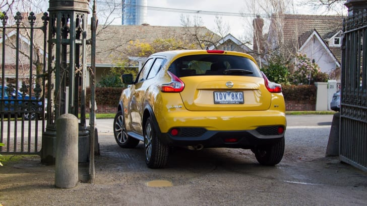 2015-nissan-juke-ST-manual-32
