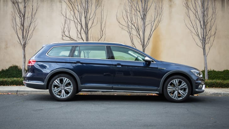2016-volkswagen-passat-alltrack-review-blue-48