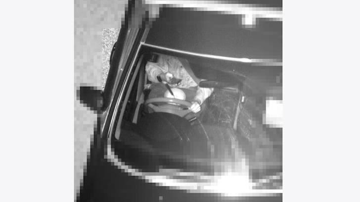 Посмотри на этот Froot Loop! Водитель ест сухие завтраки, пойманный камерой обнаружения мобильного телефона | CarAdvice