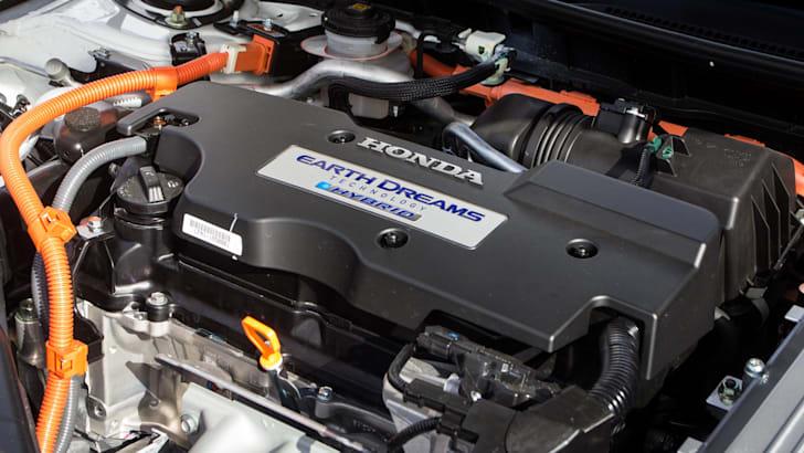 2015-honda-accord-hybrid-toyota-camry-hybrid-lexus-is300h-hybrid-comparison-28