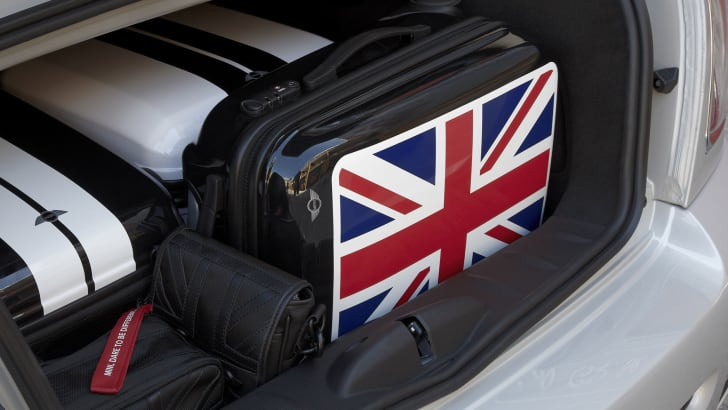 mini-union-jack-trunk-luggage