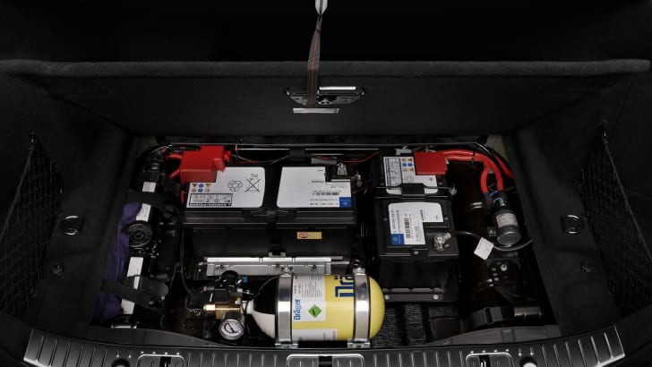 Mercedes-Benz S600 Guard under boot