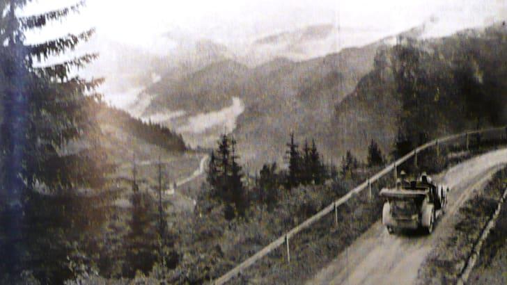 960476_Climbing a typical Alpine pass