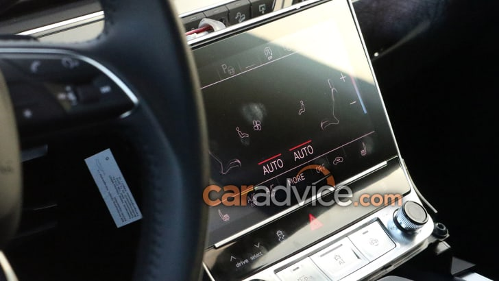 audi-q8-spy-11-screen-low