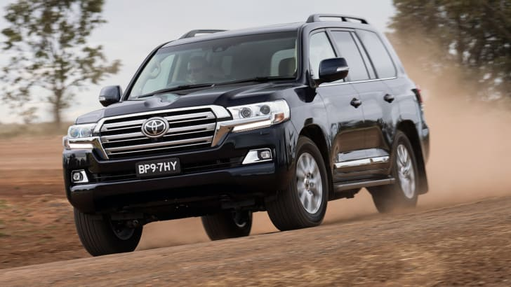 2016_toyota_landcruiser-200-series_sahara_official_04