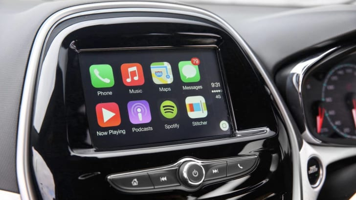 2016_holden_spark_05_carplay