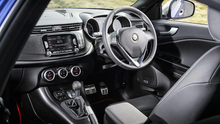 2015 Alfa Romeo Giulietta_7