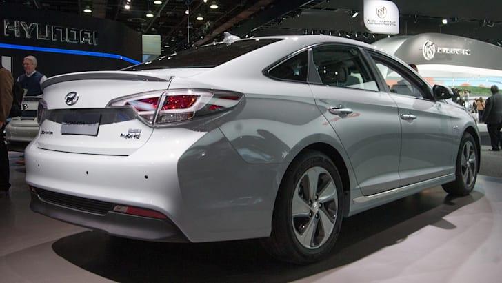 hyundai-sonata-plug-in-hybrid-rear
