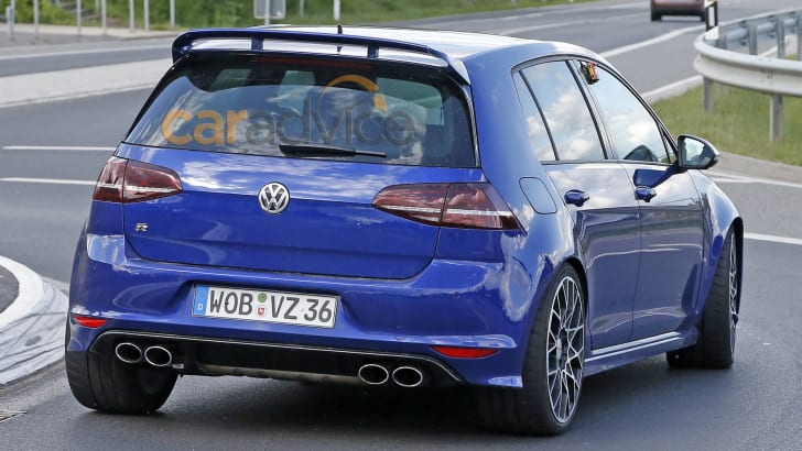 volkswagen-golf-r400-spy-9-rear