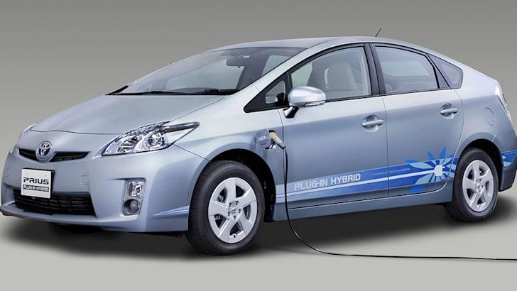 Toyota Prius Plug-in - 1